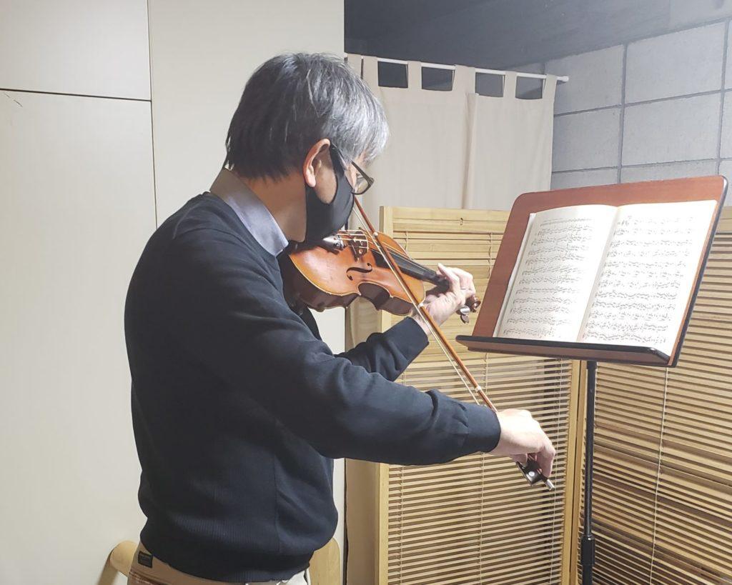 ヴァイオリンレッスンを受ける人